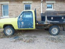 1985 DODGE W350 FLATBED UTILITY TRUCK
