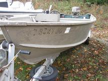 17   ALUMACRAFT BOAT WITH MOTOR AND TRAILER