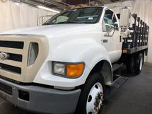 2005 FORD F750 STAKE BED W/TOMMY LIFT