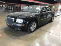 2006 CHRYSLER 300 - NEEDS NEW BATTERY