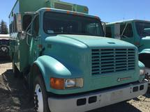 2001 INTERNATIONAL 4900 CREW CARRIER
